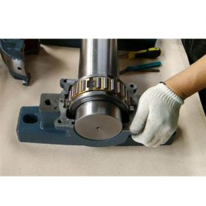 How to install the roller bearing block?